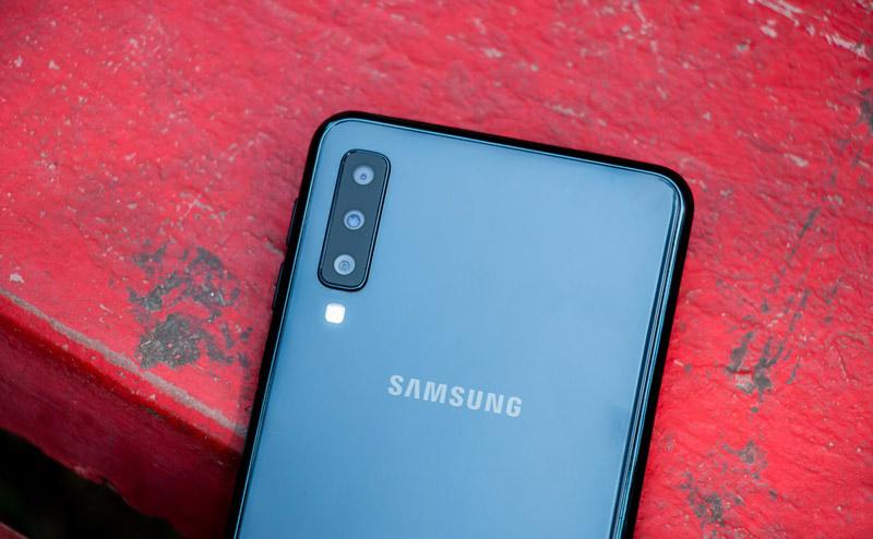 Smartphone dobrável Samsung topo de gama Android tripla câmara