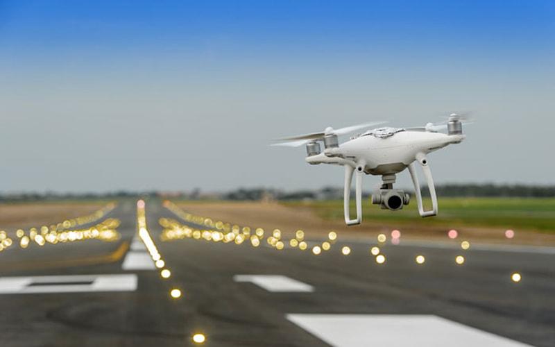 Drones aeroporto caos londres