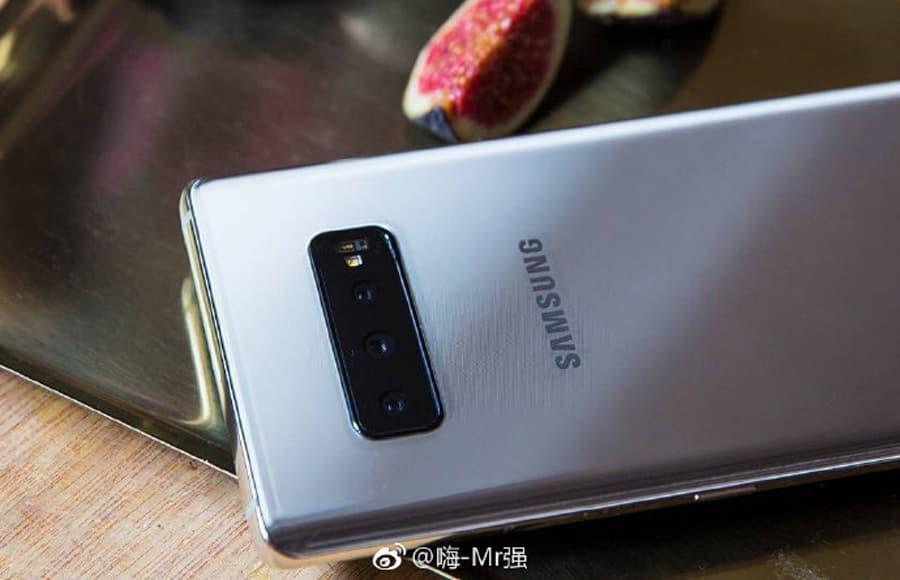 Samsung Galaxy S10 Plus: Imagens da sua traseira e câmaras