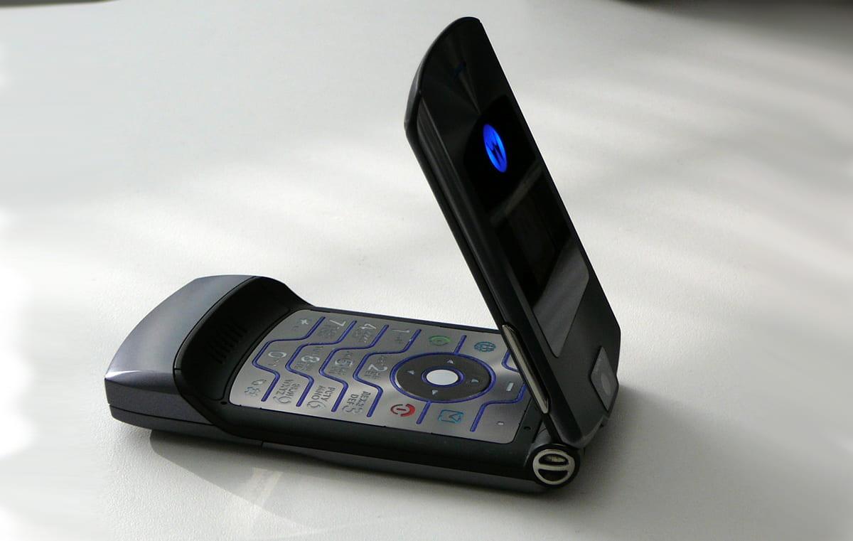 Popular Motorola RAZR chegará em 2019 com smartphone dobrável