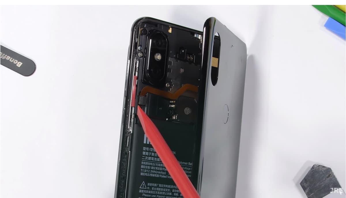 Xiaomi Mi Mi 3: Fascina-te com o interior deste smartphone (vídeo)
