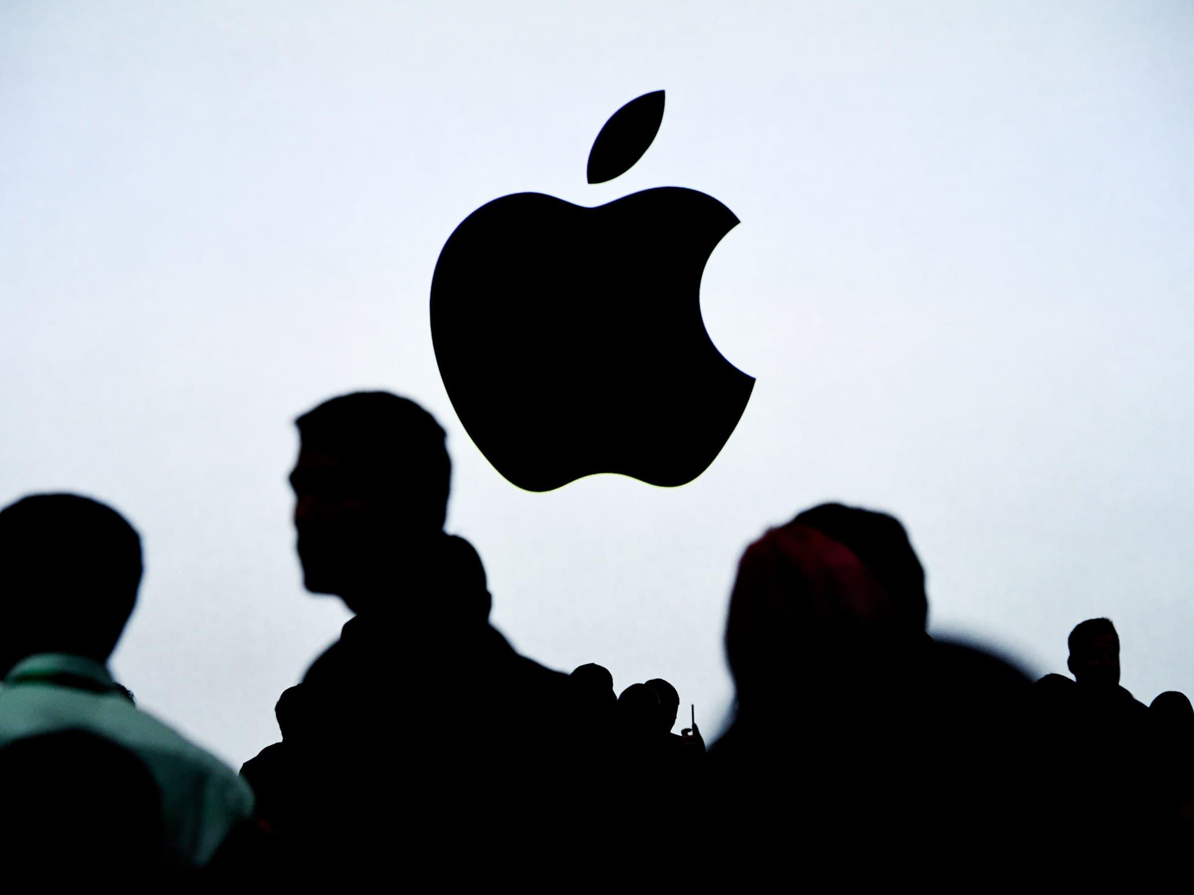 Apple iPhone Tim Cook estratégia USB-C sensor biométrico