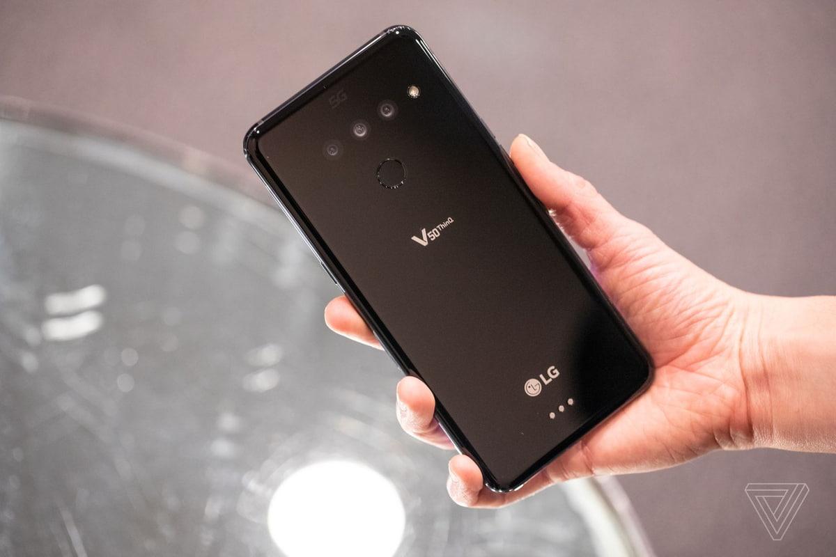 Este é o LG V50 ThinQ: um V40 com 5G e um ecrã opcional