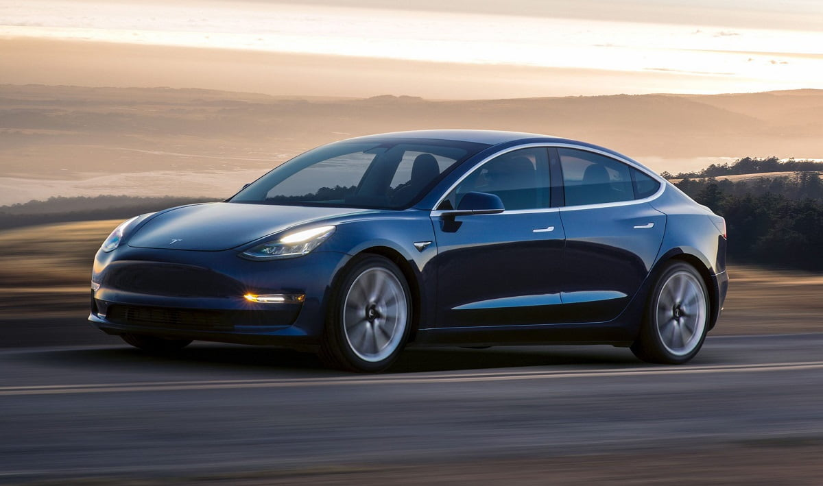 Chegou finalmente o Tesla Model 3 para as massas: custa 35 mil dólares